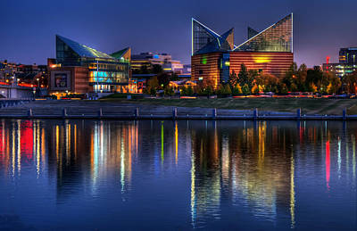 Chattanooga Tennessee Photograph - Chattanooga Aquarium by Mountain Dreams