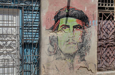 Photograph - Che On Broken Stucco. by Rob Huntley