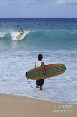 Laird Hamilton Photograph - Surfing Hawaii Checking It Out by Bob Christopher