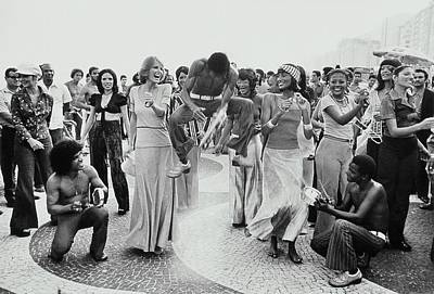 Cheryl Tiegs And Beverly Johnson Dancing In Rio Art Print