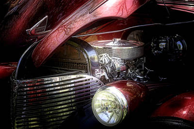 Car Hod Photograph - Chevrolet Master Deluxe 1939 by Tom Mc Nemar
