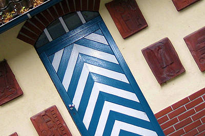 Photograph - Chevron Door by Gerry Bates