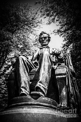 Chicago Abraham Lincoln Sitting Statue Black And White Art Print by Paul Velgos
