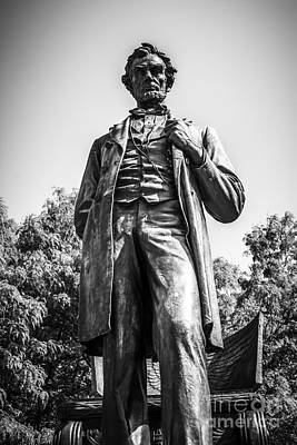 Chicago Lincoln Standing Statue In Black And White Art Print