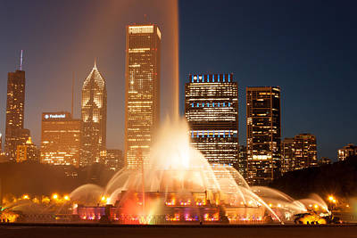 Photograph - Chicago's Buckingham Fountain by Semmick Photo