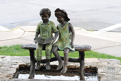 Photograph - Children Statue by Mark McReynolds