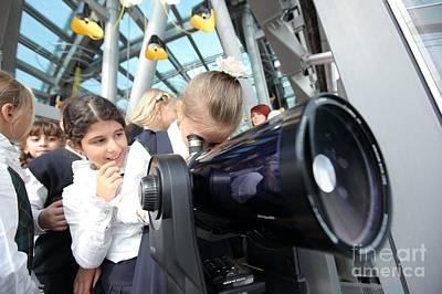 Children Using A Viewing Telescope Art Print