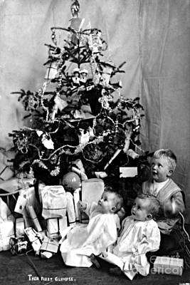 Children With Christmas Tree 1908 Art Print by Photo Researchers