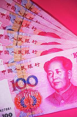 Mao Zedong Wall Art - Photograph - Chinese Currency. by Mark Williamson/science Photo Library