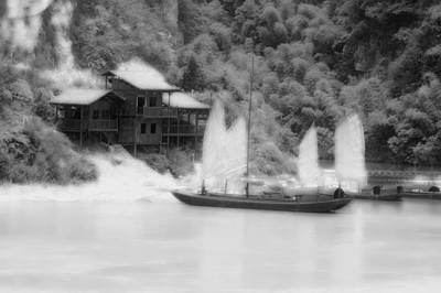 Kiang Photograph - Chinese Junk Sailboat In Black And White by Tracy Winter