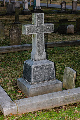 Photograph - Christian Tombstone by Robert Hebert