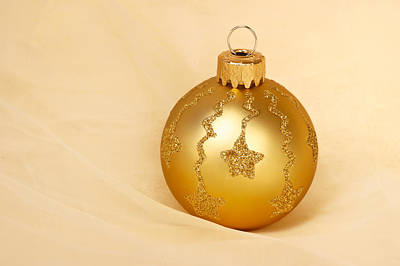 Photograph - Christmas Ball Ornament by Matthias Hauser