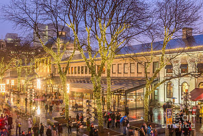 Photograph - Christmas Crowd At Quincy Market by Susan Cole Kelly