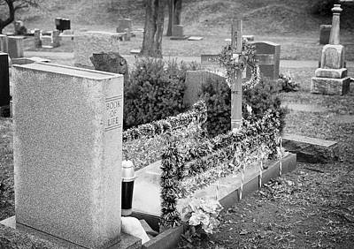 Photograph - Christmas Grave by Dave Beckerman
