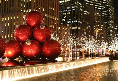 Photograph - Christmas In The City by Living Color Photography Lorraine Lynch