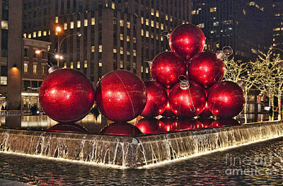 Photograph - Christmas On 5th Avenue Manhattan 1 by Steve Purnell