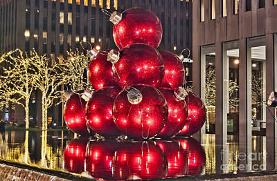 Photograph - Christmas On 5th Avenue Manhattan 2 by Steve Purnell