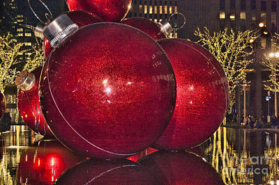 Photograph - Christmas On 5th Avenue Manhattan 4 by Steve Purnell