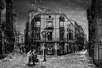 Photograph - Christmas Shopping by Jose C. Lobato