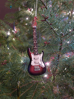 Christmas Stratocaster Art Print by Richard Reeve