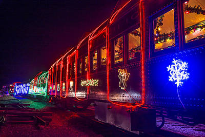 Niles Canyon Railway Photograph - Christmas Train by Garry Gay