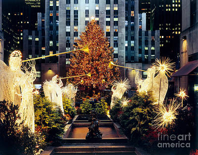 Photograph - Christmas Tree At Rockefeller Center by Rafael Macia