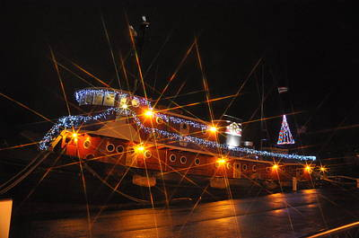 Photograph - Christmas Tug Boat by Larry Peterson