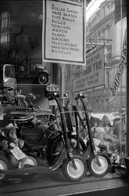 Photograph - Christmas Window Display, Ri, 1940 by Science Source