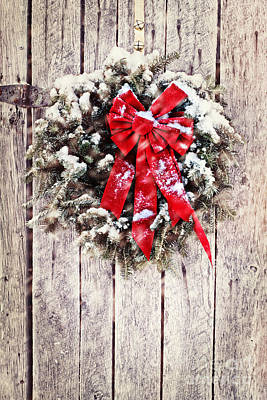 Snowy Night Photograph - Christmas Wreath On Barn Door by Stephanie Frey