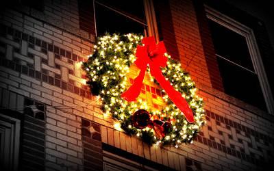 Art Print featuring the photograph Christmas Wreath On Bronx Walk-up by Aurelio Zucco