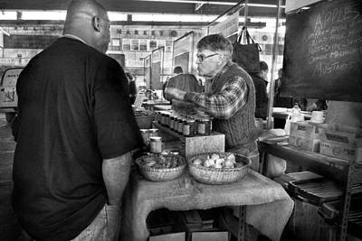 South Street Seaport Photograph - City - South Street Seaport - New Amsterdam Market - Apples And Mustard by Mike Savad
