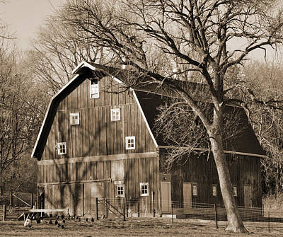 Digital Art - Classic Iowa Barn by Kirt Tisdale