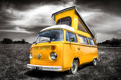 Classic Vw Campervan Art Print by Ian Hufton