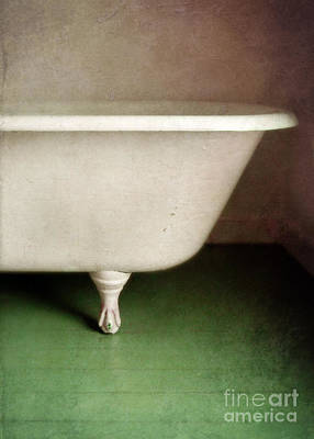 Photograph - Claw Foot Tub by Jill Battaglia