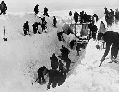 Montreal Winter Scenes Photograph - Clearing Snow For Trains by Underwood Archives