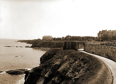 Walkway Drawing - Cliff Walk, Newport by Litz Collection