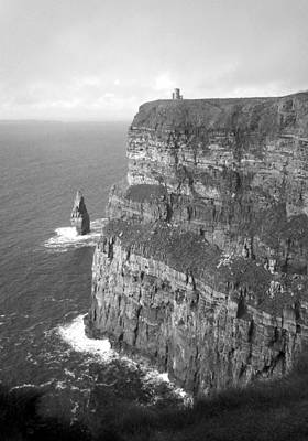 Cliffs Of Moher - O'brien's Tower B N W Art Print
