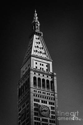 Close Up Of The Top Of The Metropolitan Life Insurance Company Tower And Clock Met Life New York  Art Print by Joe Fox