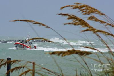 Fort Pierce Inlet Photograph - Coasting In by Lynda Dawson-Youngclaus