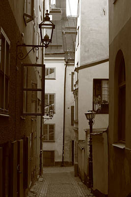 Cobbled Medieval Street - Monochrome Art Print by Ulrich Kunst And Bettina Scheidulin
