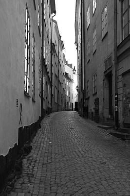 Cobbled Street - Monochrome Art Print by Ulrich Kunst And Bettina Scheidulin