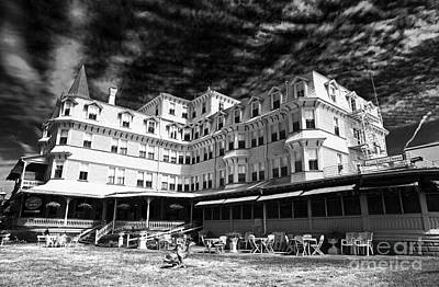 Photograph - Colonial Hotel by John Rizzuto