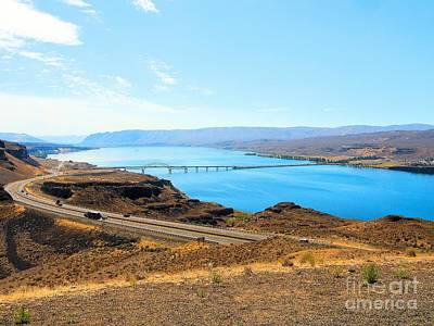 Columbia River From Overlook Art Print