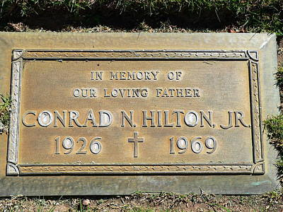 Photograph - Conrad Hilton Grave by Jeff Lowe