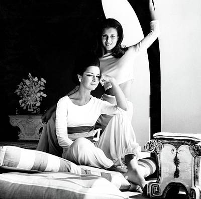 Consuelo Photograph - Contessa Consuelo Crespi With Her Daughter by Henry Clarke