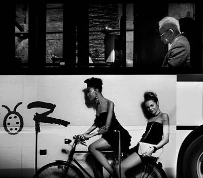 Bicycling Photograph - Contrasts Urban. by Antonio Grambone
