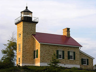 Photograph - Copper Harbor Michigan Lighthouse by Robert Lozen