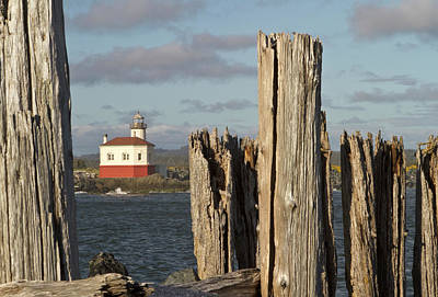 Coquille River Lighthouse Photograph - Coquille River Lighthouse, Bandon by William Sutton