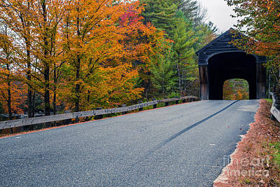 Kunst Photograph - Corbin Covered Bridge New Hampshire by Edward Fielding