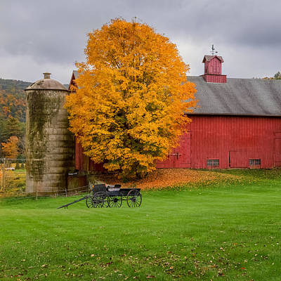 Red Barn. New England Photograph - Country Wagon Square by Bill Wakeley